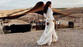 Paula Ordovás, en una imagen de sus redes sociales con una falda con patrón del tradicional mantón de Manila.