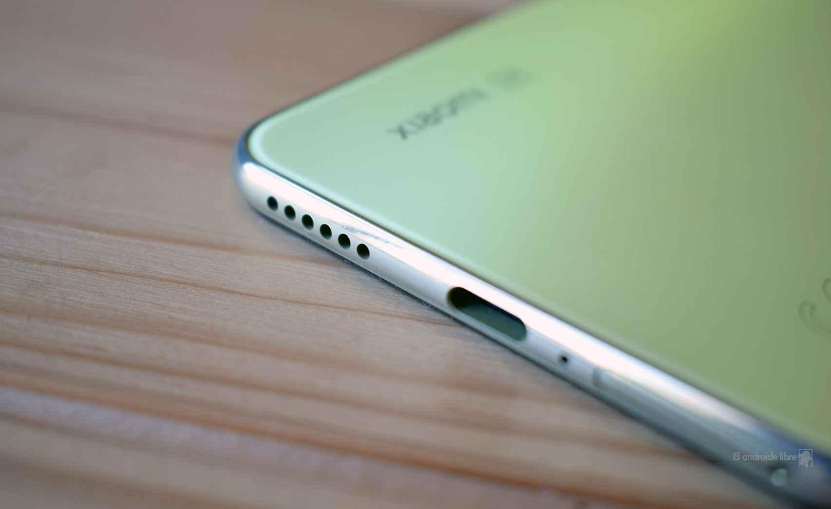 El puerto de carga del Xiaomi Mi 11 Lite 5G