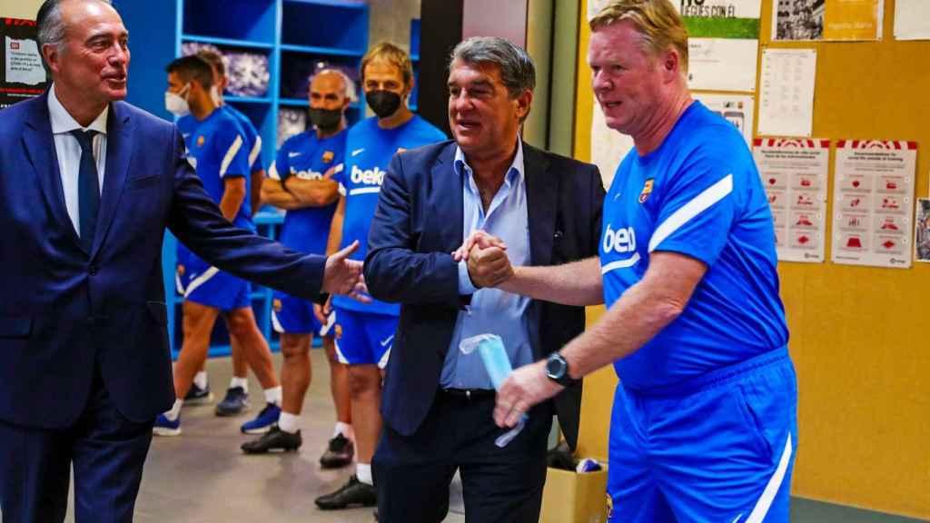 Laporta y Koeman se saludan en el inicio de la pretemporada del Barcelona
