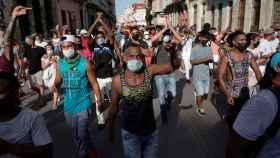 Cientos de personas manifestándose este domingo, en La Habana.