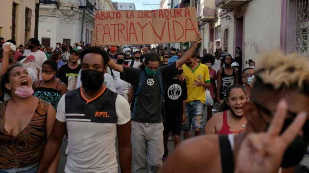 Manifestación de protesta en Cuba contra la dictadura comunista.