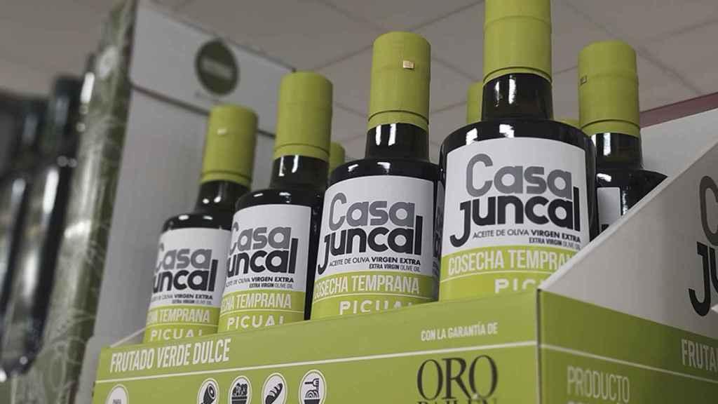 Una imagen del aceite de oliva virgen extra en los estantes de Mercadona.