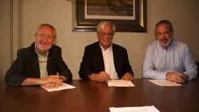 Firma del acuerdo entre Asval y los agentes de la propiedad inmobiliaria.
