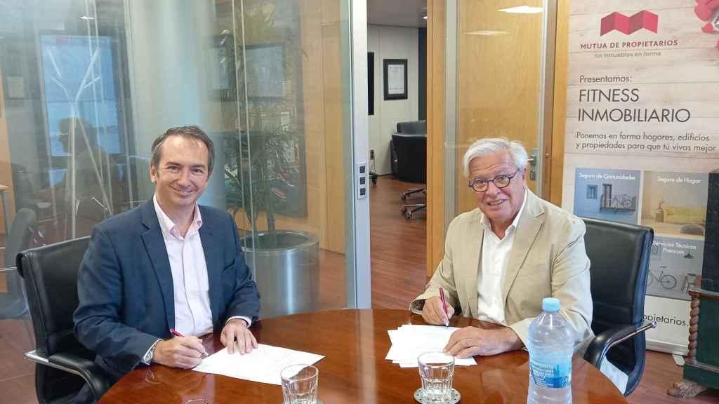 Firma de Asval y el Grupo Mutua de Propietarios.