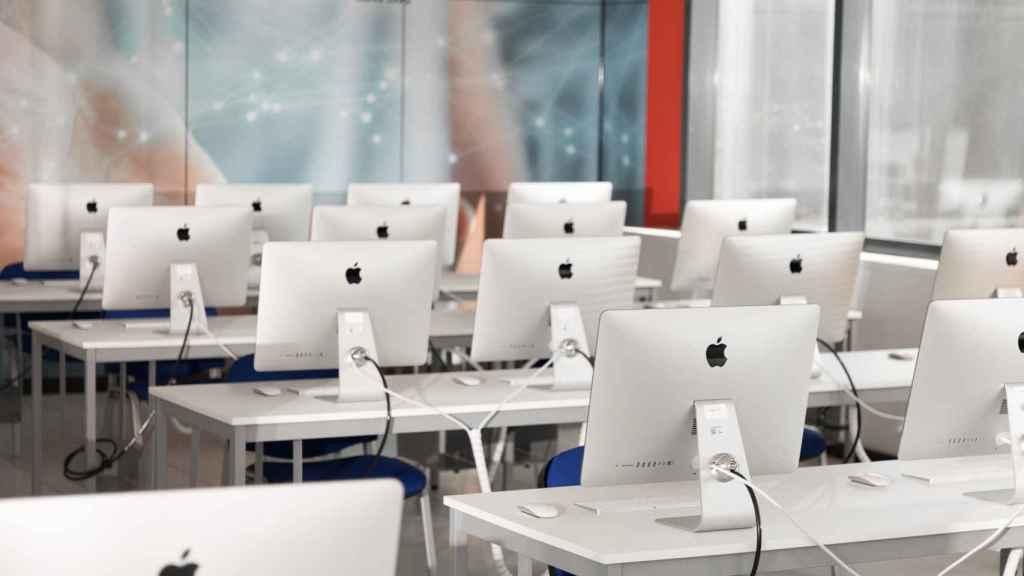 Un aula de informática en Cesur.