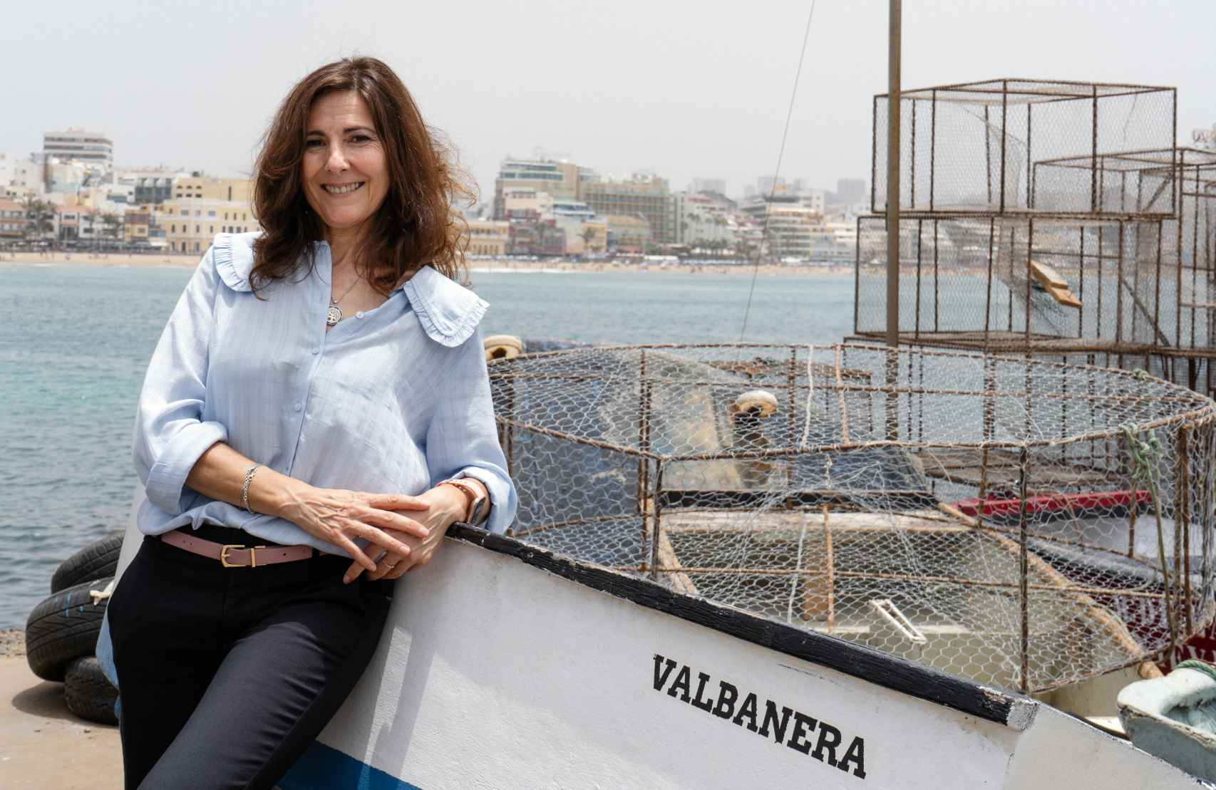 La escritora Mayte Uceda en el puerto de Las Palmas.