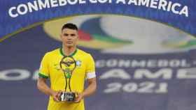 Thiago Silva, com el premio Fair Play tras la final de la Copa América