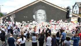 Mural de Marcus Rashford con muestras de apoyo