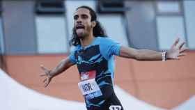 Mohamed Katir celebra su victoria en los 3.000 metros