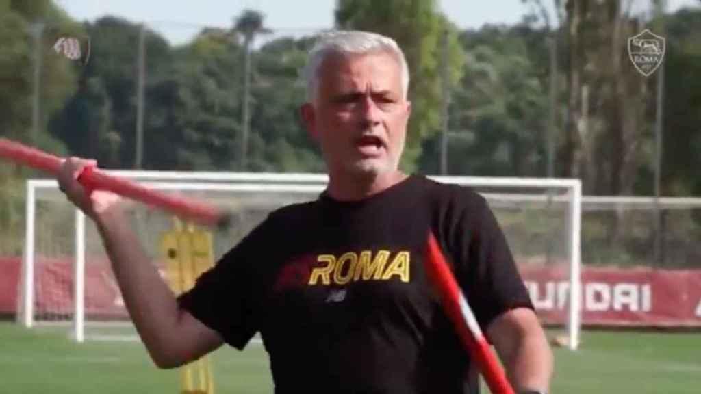 José Mourinho, durante un vídeo en un entrenamiento de la AS Roma