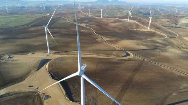 Endesa firma un acuerdo con Johnson & Johnson para suministrarle energía renovable durante 10 años