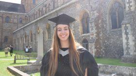 Marina de Brito en su graduación de la Universidad de Hertfordshire en la que cursó su último año.