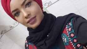 Intisar al-Hammadi, la modelo detenida en Yemen por posar sin el pañuelo.