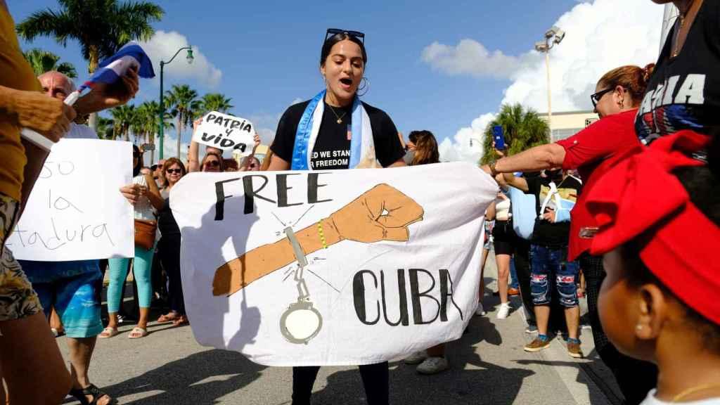 Manifestante durante las protestas en Cuba.