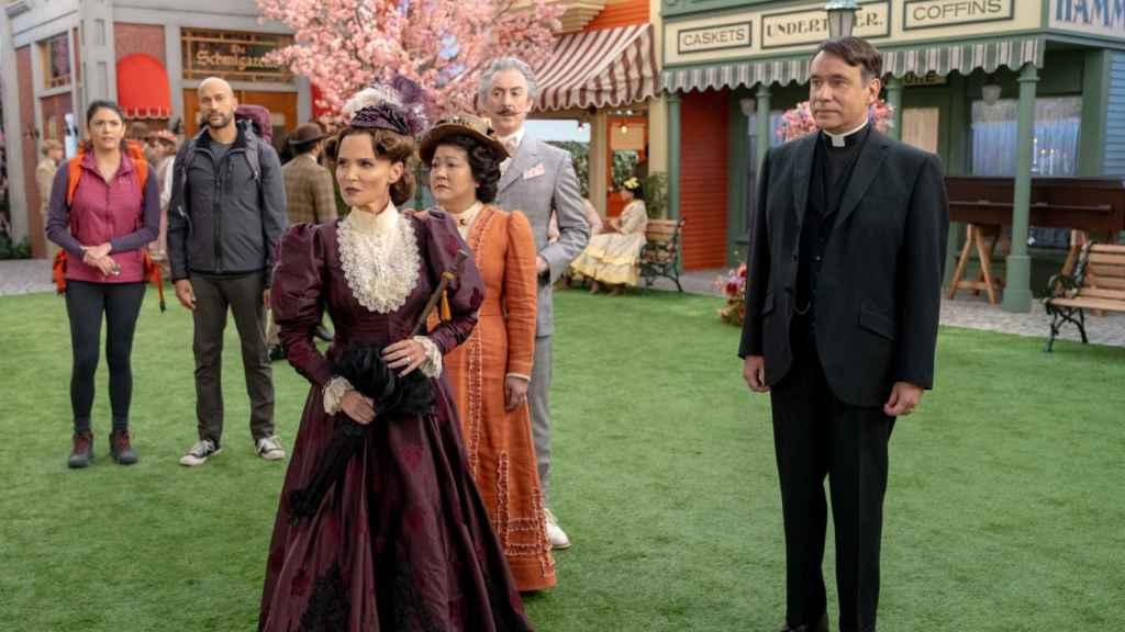 Kristin Chenoweth y Fred Armisen son marido y mujer en 'Schmigadoon!'.