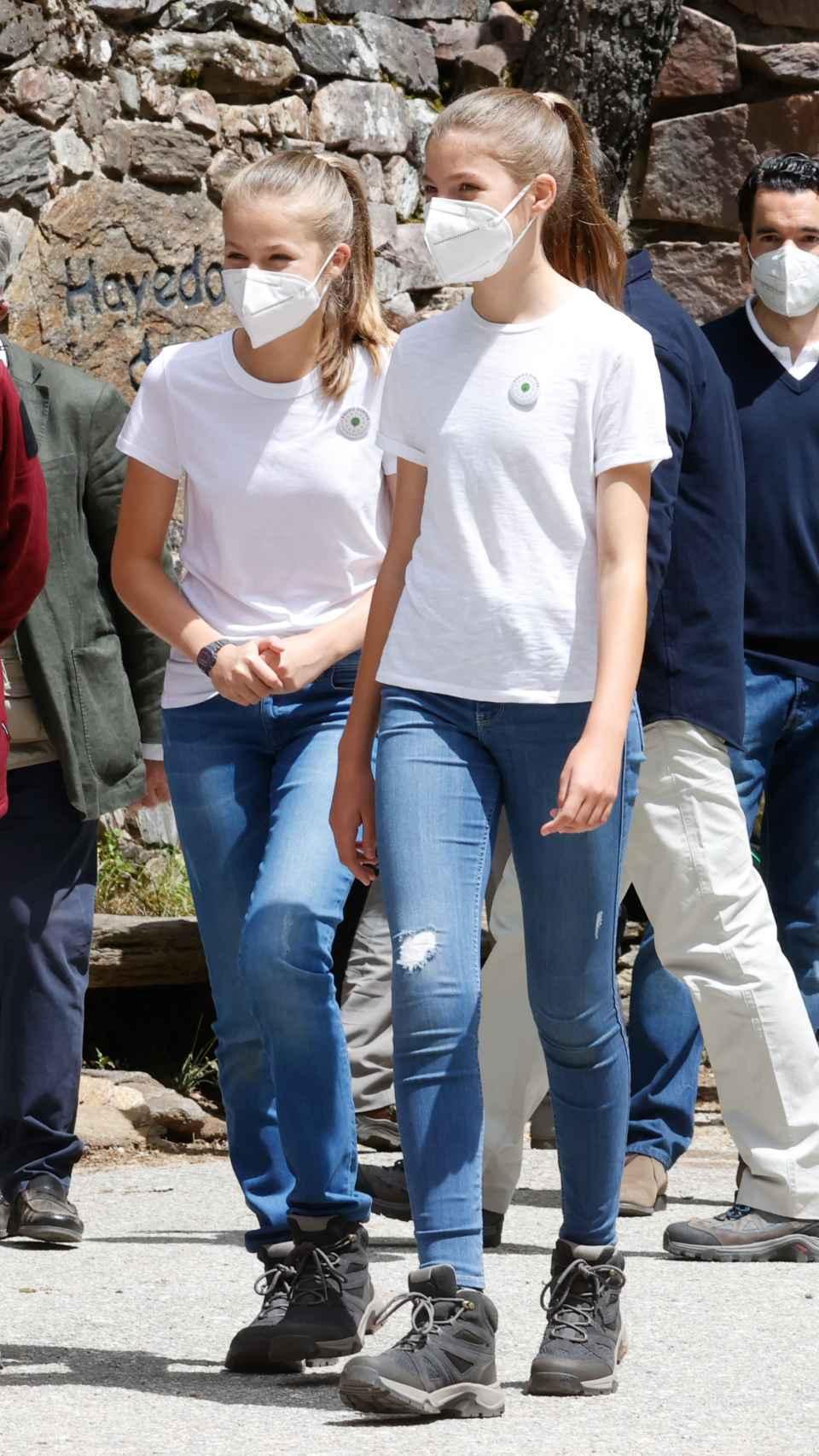 Las hermanas han lucido el mismo 'outfit'.