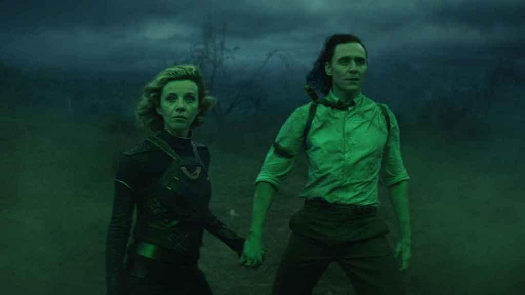 Sylvie y Loki a punto de entrar en el Fin de los tiempos.