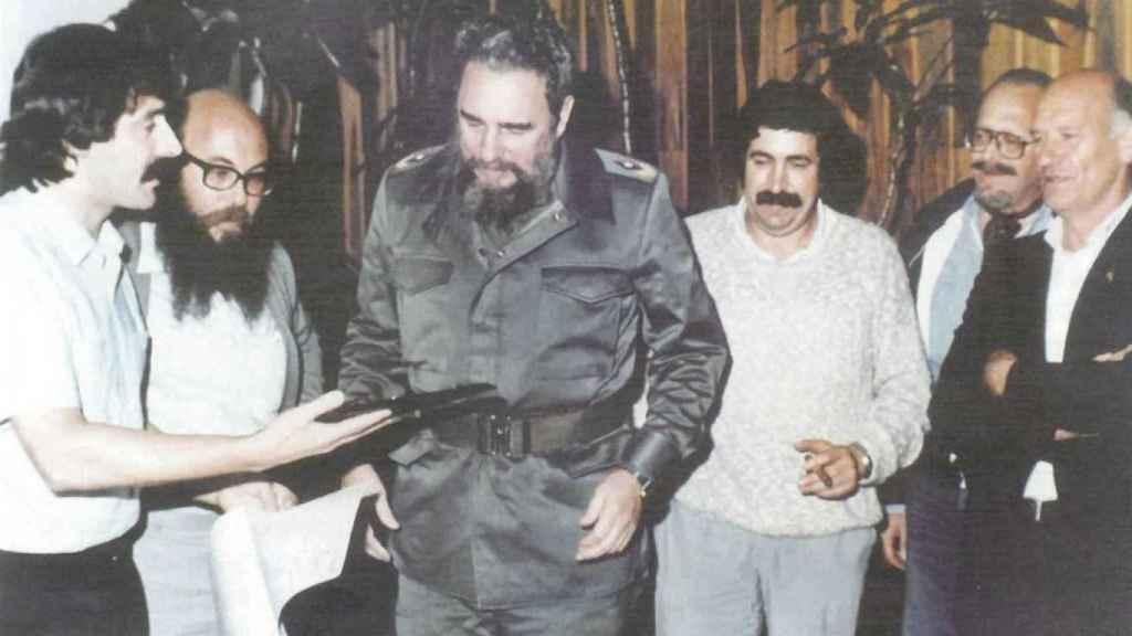 Ángel García Seoane (izquierda) junto a Fidel Castro en 1984.