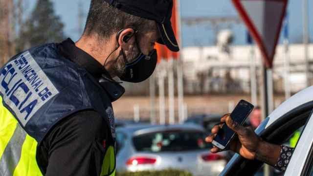 Un control policial durante el estado de alarma.