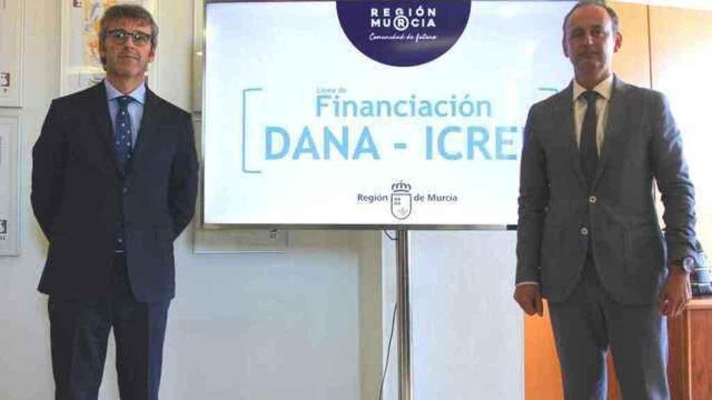 Luis Alberto Marín junto al consejero de Hacienda saliente, Javier Celdrán.