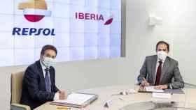 Repsol e Iberia acuerdan investigar los combustibles sostenibles para la aviación