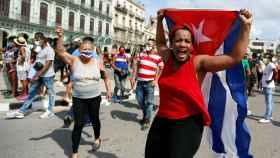 Una manifestante en Cuba. Efe