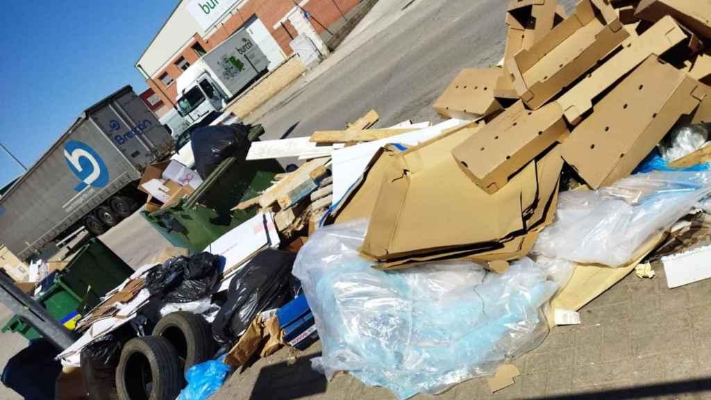 En el Polígono se acumulan todo tipo de basuras y residuos