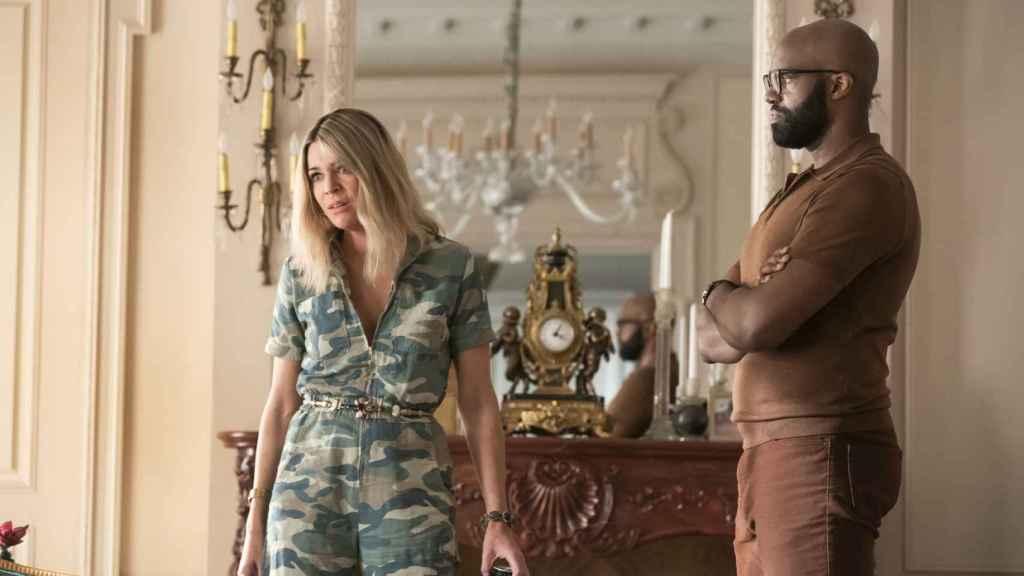 Kaitlin Olson y Carl Clemon Hopkins, dos secundarios destacados en 'Hacks'.