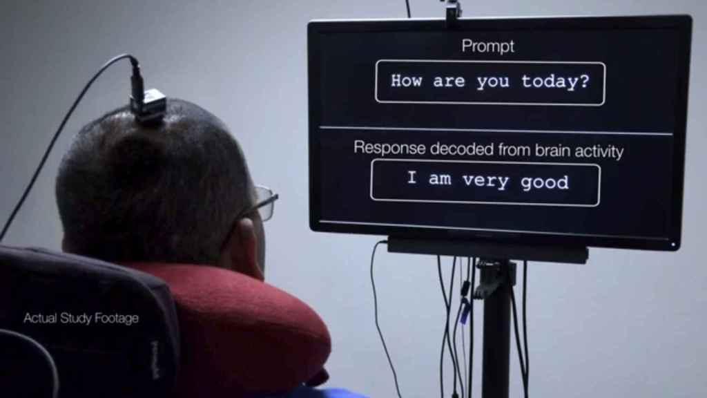 Dispositivo que transforma las señales cerebrales a texto