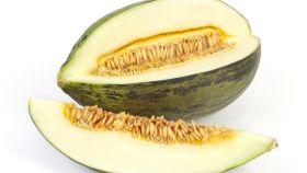Imagen de archivo de una raja de melón con pipas.