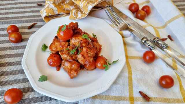 Pavo con tomate y guindilla,  la receta italiana  all'arrabbiata