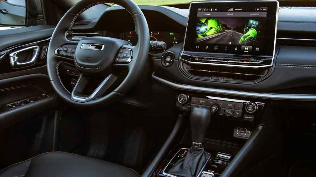 Interior digitalizado del Jeep Compass 4xe.