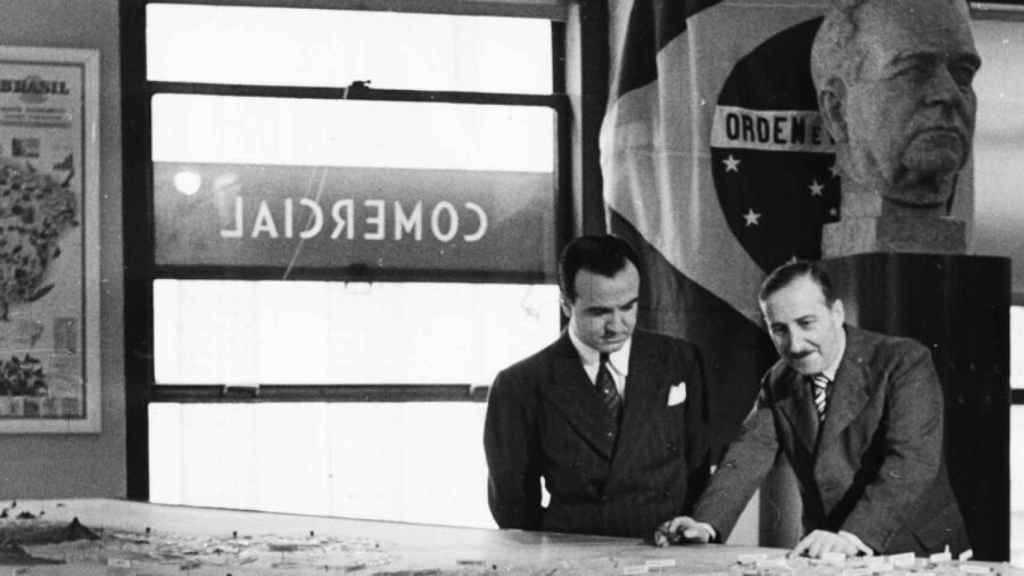 Zweig (a la derecha) en Brasil