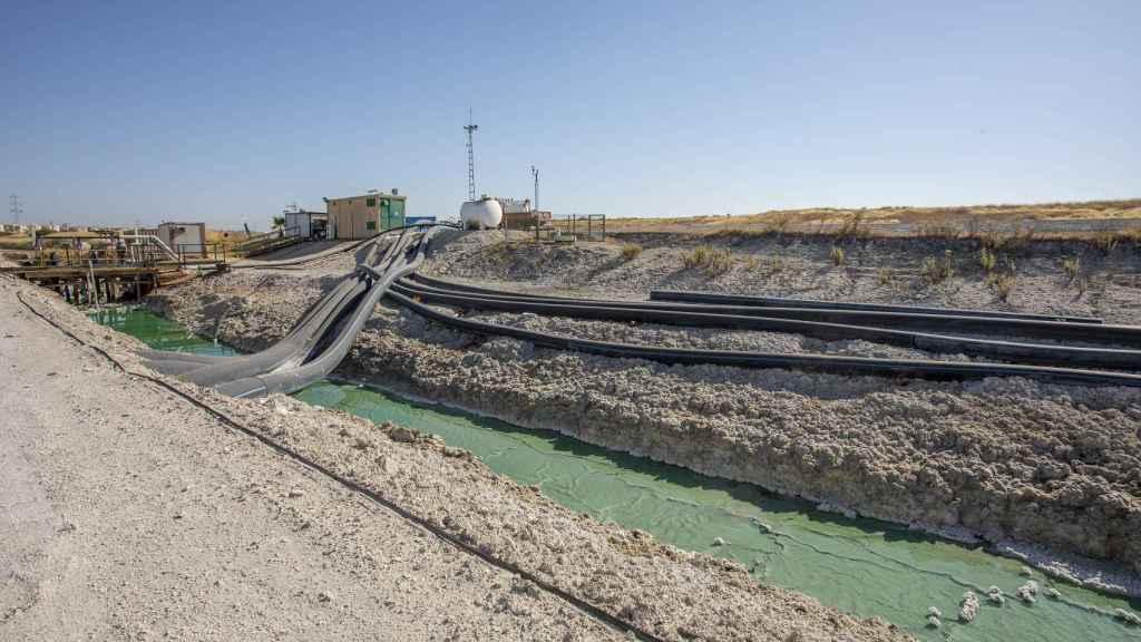 Instalación que mide el agua recogida por los tubos de recogida perimetrales.