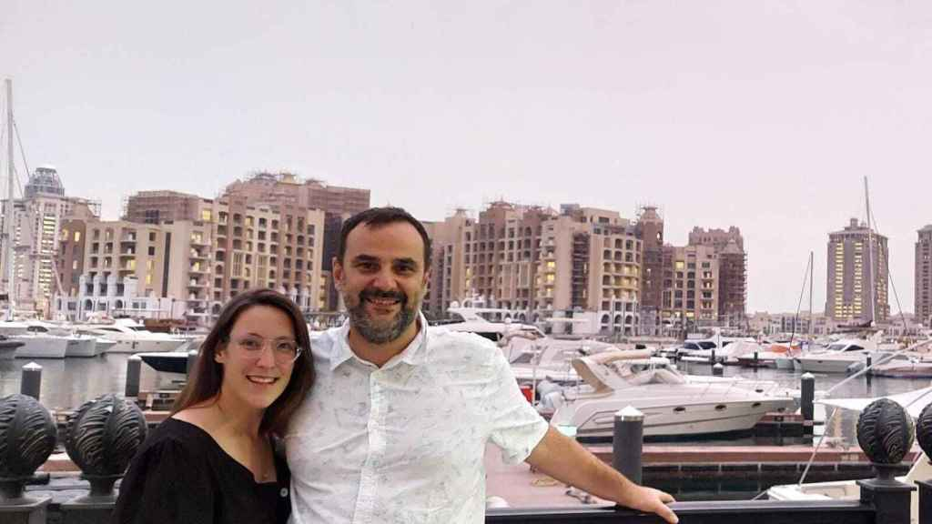 Berta y Emanuele trabajan como matemáticos en Qatar.