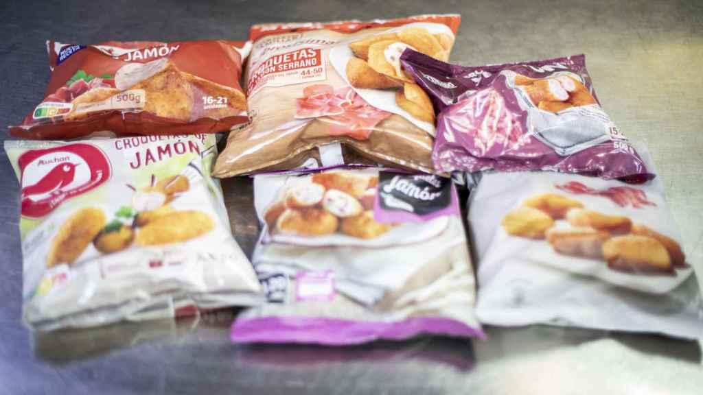 Los seis paquetes de croquetas de los supermercados testadas en la cata.