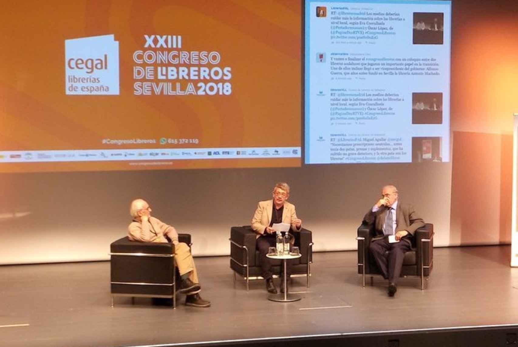 Paco Puche, Guillermo Busutil y Alfonso Guerra, en aquella charla.