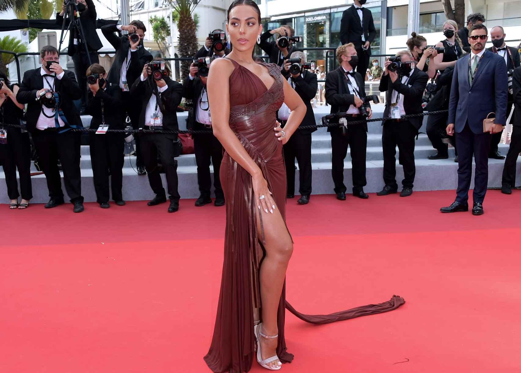 Georgina Rodríguez en Cannes con un vestido de Jean Paul Gaultier.