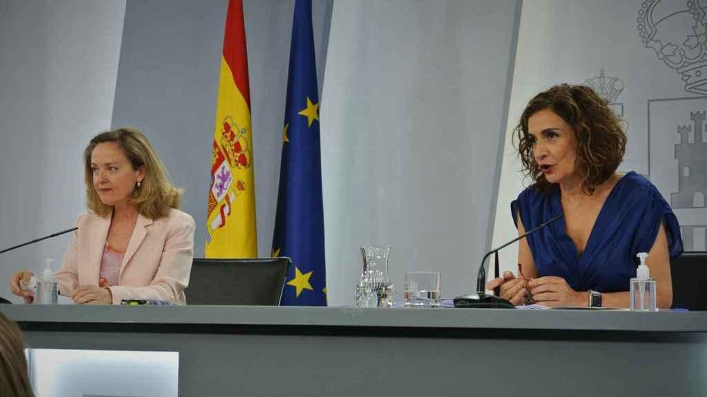 Nadia Calviño, vicepresidenta primera, y María Jesús Montero, ministra de Hacienda y Función Pública, en Moncloa.