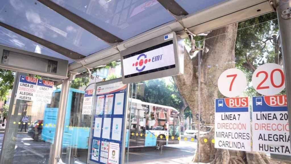 Imagen de una parada de autobuses de la EMT de Málaga.