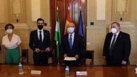 Firma del acuerdo para el traslado de las dependencias de la Guardia Civil.
