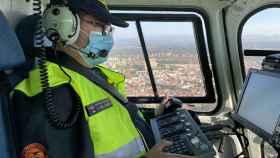 Jorge del Campo,  uno de los videógrafos de la DGT, manejando el Pegasus en el vuelo.