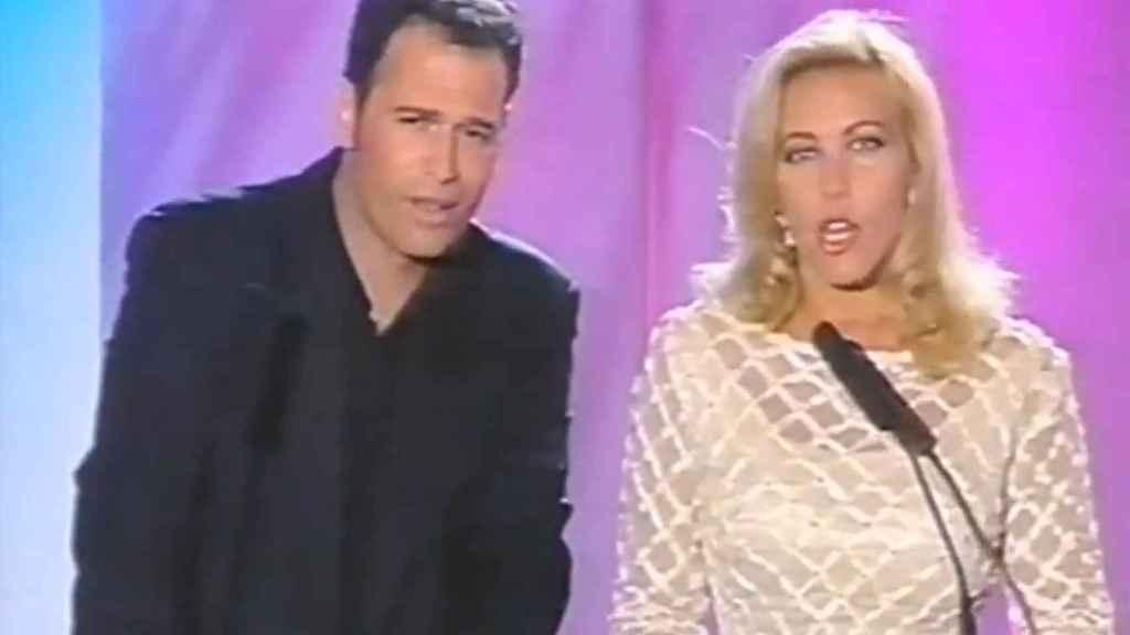 Carlos Lozano y Norma Duval en el 'Festival de Benidorm' del año 2000.