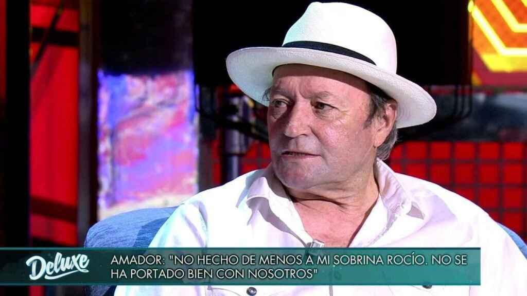 Amador Mohedano sentado en 'Viernes Deluxe'.
