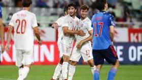 Carlos Soler celebra su gol contra Japón