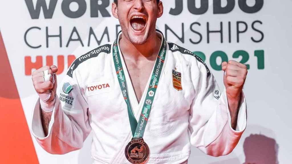 Nikoloz Sherazadishvili tras ganar su segundo campeonato del mundo de judo
