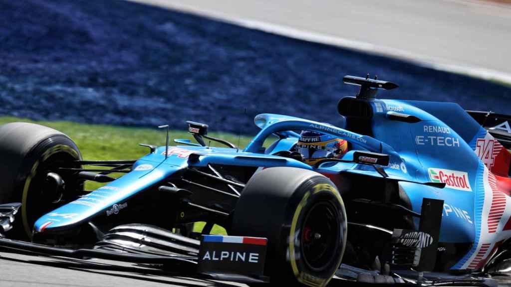 Fernando Alonso en el trazado de Silverstone
