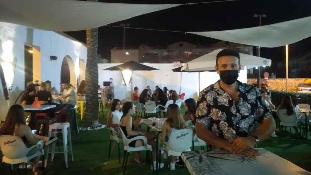 Marcos Hurtado, propietario del local de copas Destino Beach en La Manga.