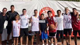Eden Hazard y Raphael Varane, juntos en un campus de baloncesto del Olimpia Milan