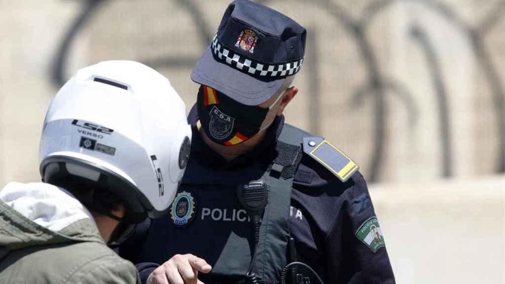 Imagen de archivo de un agente de la Policía Local de Málaga.